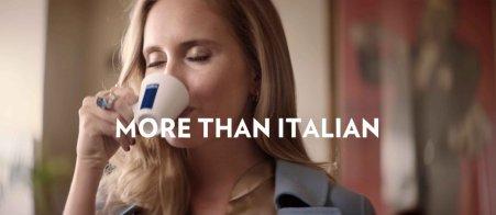 """Nowa reklama Lavazzy \""""More than Italian"""". Foto: materiały prasowe."""