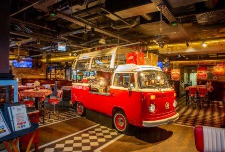 Jeff's w Hali Koszyki - bar w Volkswagenie. Foto: materiały prasowe.