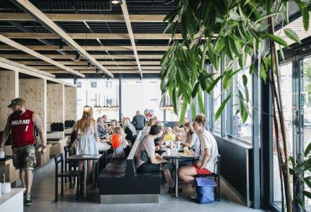 Wnętrze restauracji MAX Burgers. Foto: materiały prasowe.