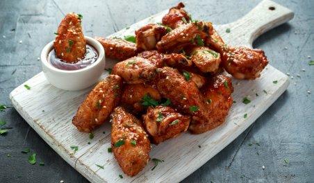 Dania z kurczakiem - najczęściej zamawiane przez Polaków latem przez aplikację. Zdjęcie: Shutterstock.