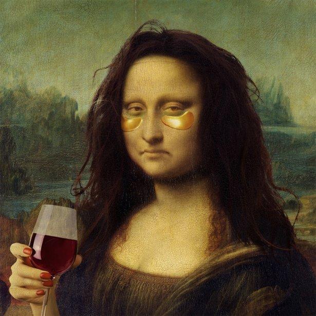 Etykieta wina Domu Bliskowice  wizerunkiem zmęczonej weekendową imprezą Mony Lizy. Zdjęcie: materiały prasowe.