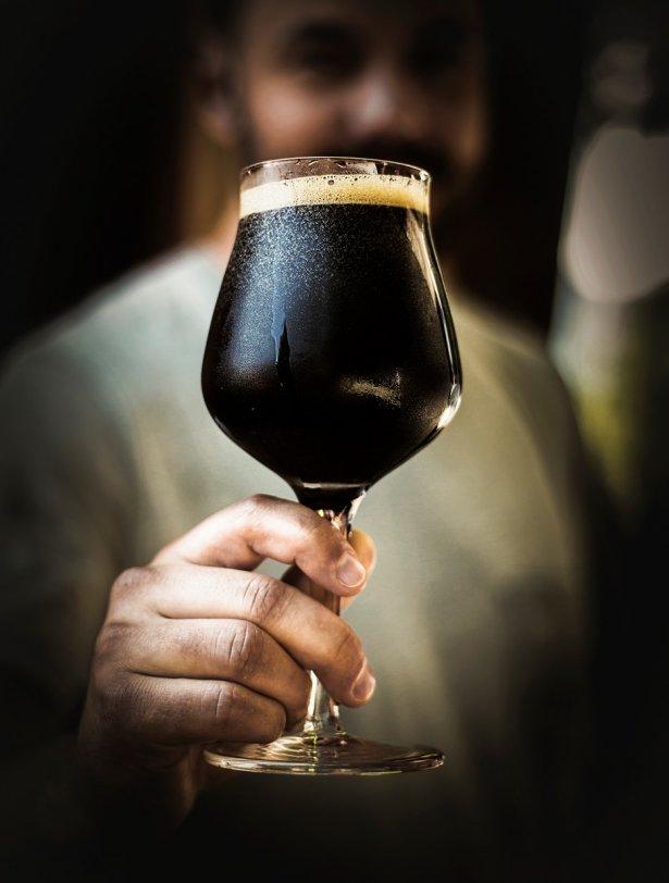 Piwo American Barley Wine z browaru Infinitum Brewing. Zdjęcie: materiały prasowe.
