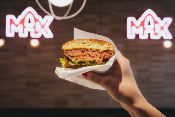 MAX Premium Burgers wprowadza bezmięsnego burgera – Delifresh Plant Beef. Zdjęcie: materiały prasowe.