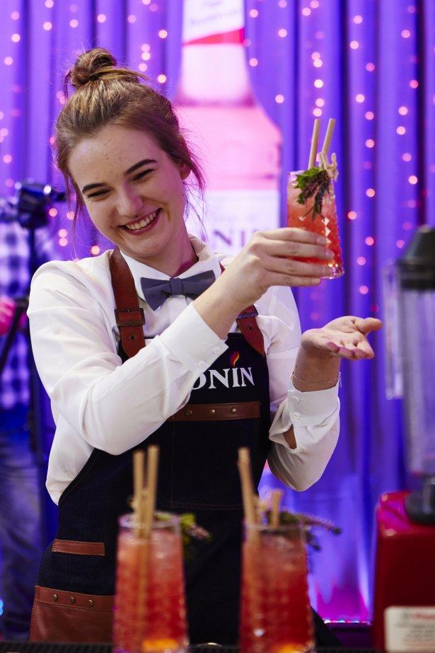 Milena Wysocka zdobyła pierwsze miejsce w Ogólnopolskim Konkursie Barmańskim dla szkół średnich – Monin Cup Junior 2019. Zdjęcie: materiały prasowe.