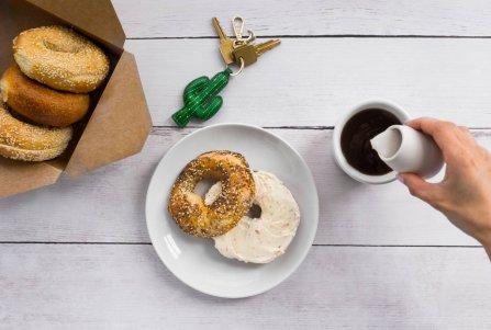 Ciesz się smakiem świeżej kawy i pszynych przekąsek nie wychodząc z domu lub z biura. Foto: materiały prasowe.