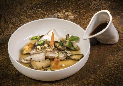 Emocje i kunszt dań fine diningu ciężko jest zamknąć w lunchboksie. Foto: Rudi Ferder, foodiesfeed.com.