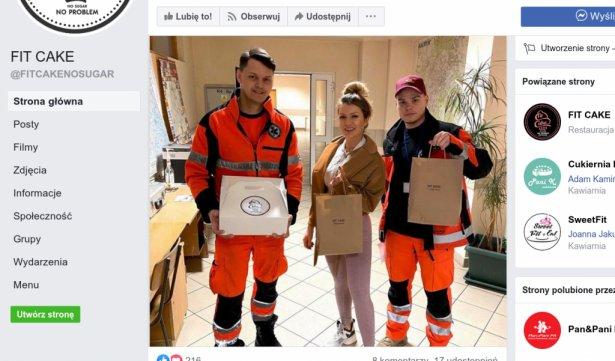 Ratownicy białostockiego pogotowia z posilkiem od Fit Cake. Zdjęcie: Facebook.