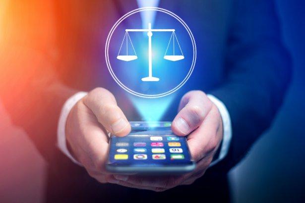 Porady telefoniczne prawników są bezpłatne. Zdjęcie: Shutterstock.com.