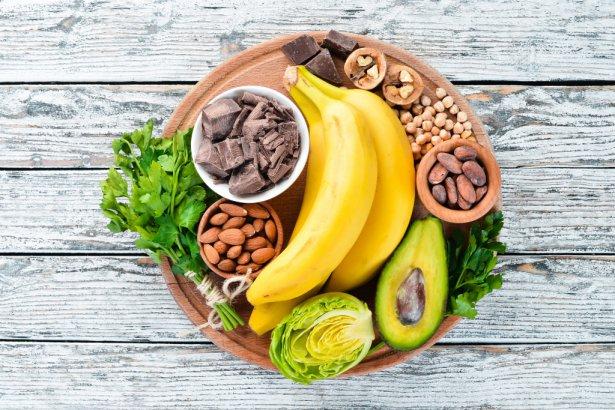 Orzechy, banany, awokado i czekolada zapewnia nam dobry nastrój! Zdjęcie: Shutterstock.com.