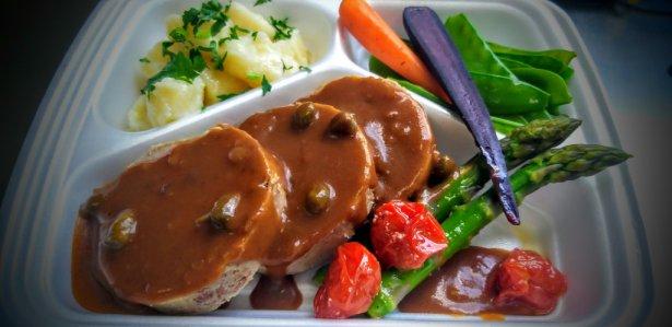 Przykładowy darmowy posiłek dla lekarzy od Belvedere Catering by Design. Zdjęcie: materiały prasowe.