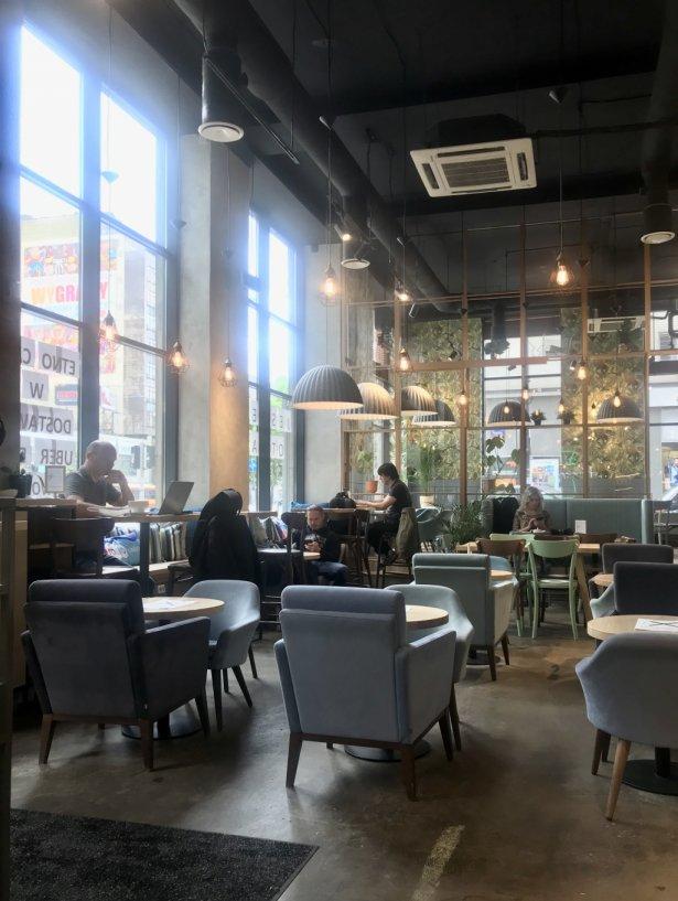 Pierwszy dzień otwracia gastronomii w Etno Cafe przy Marszałkowskiej w Warszawie. Zdjęcie: Monika Jankowska-Kapica.