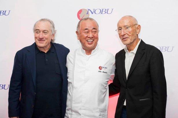 Założyciele sieci Nobu: Robert De Niro, szef kuchni Nobu Matsuhisa oraz producent filmowy Meir Teper. Zdjęcie: materiały prasowe.