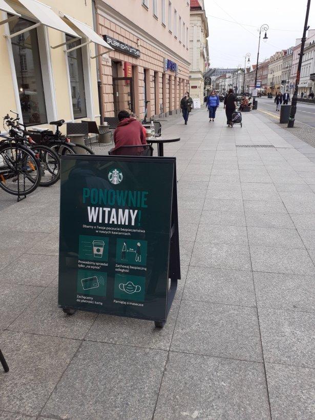 Kawiarnia Starbucks przy ul. Nowy Świat. Foto: Marta Podoska.