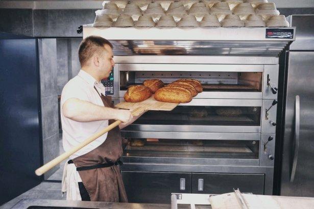 Michał Paleta, szef kuchni i współwłaściciel Bakery Browary warszawskie. Zdjęcie: Dagmara Rosiak.