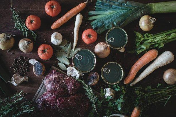Gotowe danie restauracyjne w puszkach od Ed Reda. Zdjęcie: materiały prasowe.