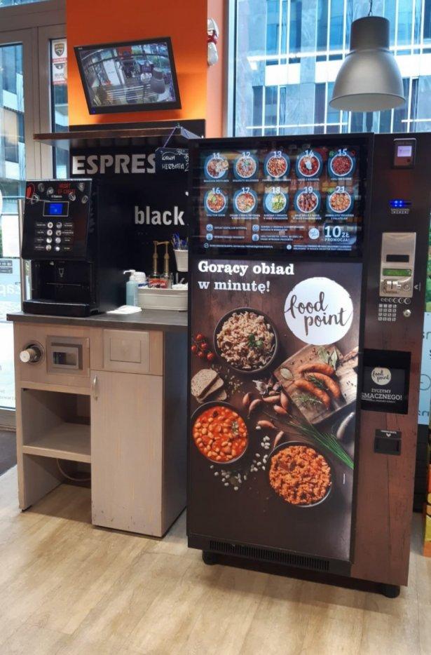 Automat gastronomiczny w Carrefour Express. Zdjęcie: materiały prasowe.