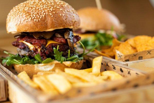 Burger z Pasibusa. Zdjęcie: materiały prasowe.
