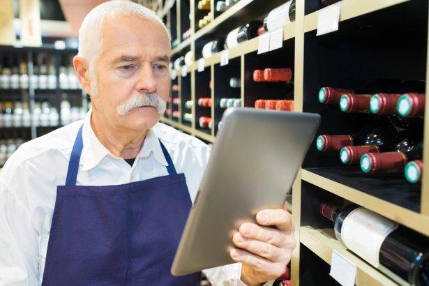 """Projekt nowelizacji zakłada, że """"punkt sprzedaży musi być fizycznym miejscem spełniającym określone przepisami wymagania\"""". Zdjęcie: Shutterstock.com."""
